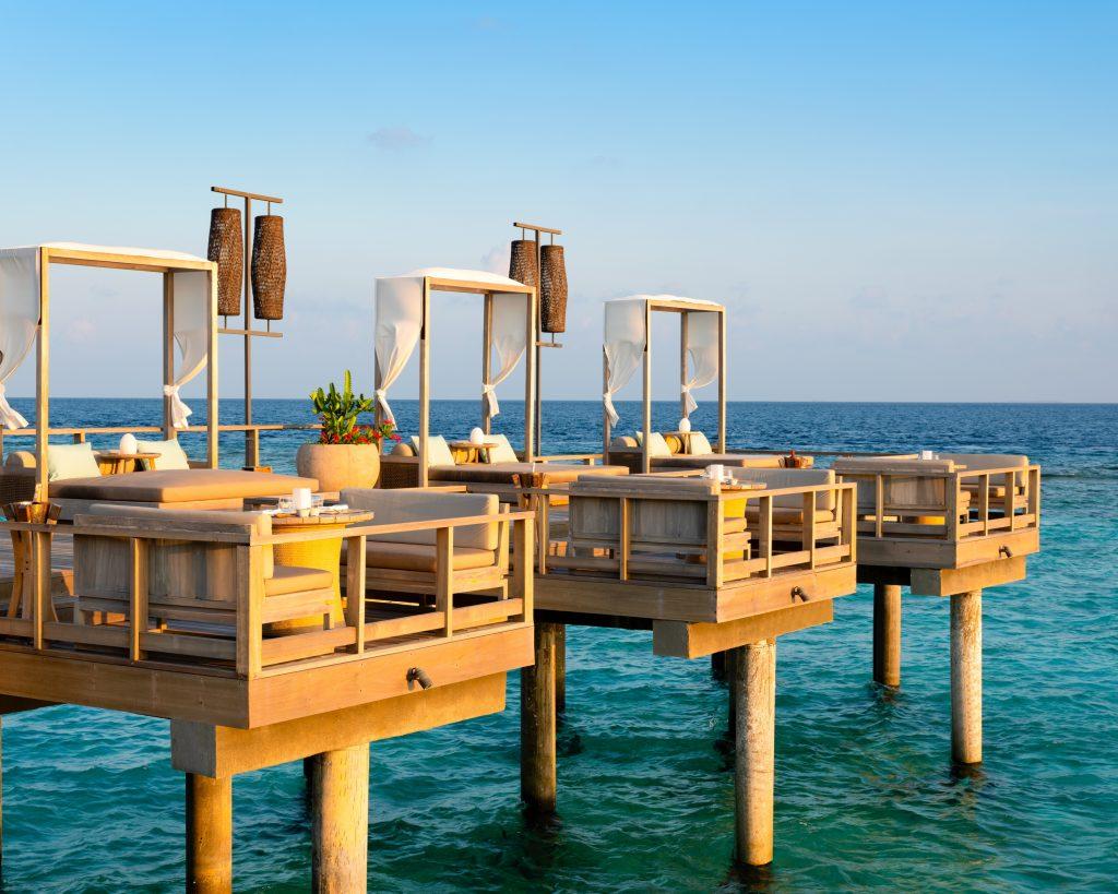 6. Vakkaru Maldives - Lagoon Bar