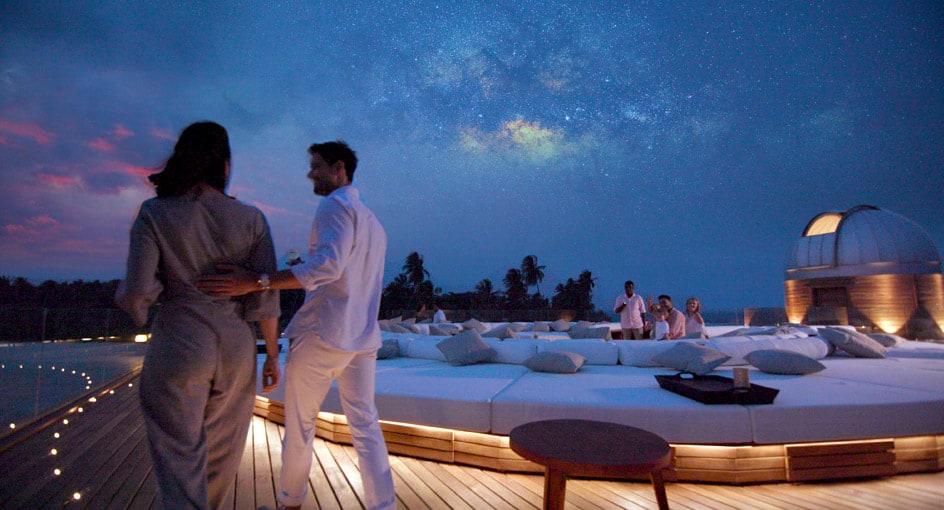anantara_kihavah_sky_observatorydeck3_944x510