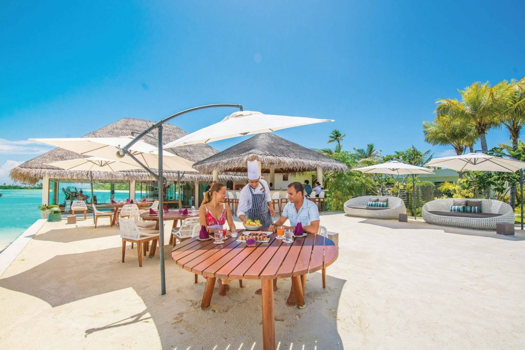 OZEN-MAADHOO-OUTLETS-AND-DINING-Lunch-at-RAW-06_2017-scaled