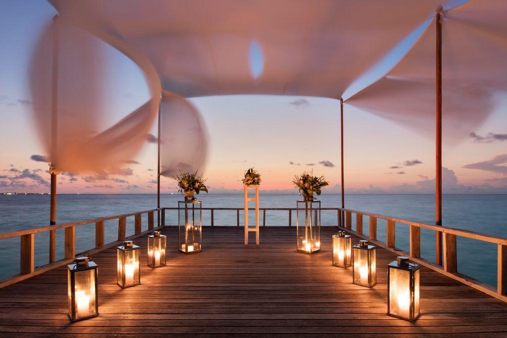 Baros Maldives_Piano Deck Wedding (1)