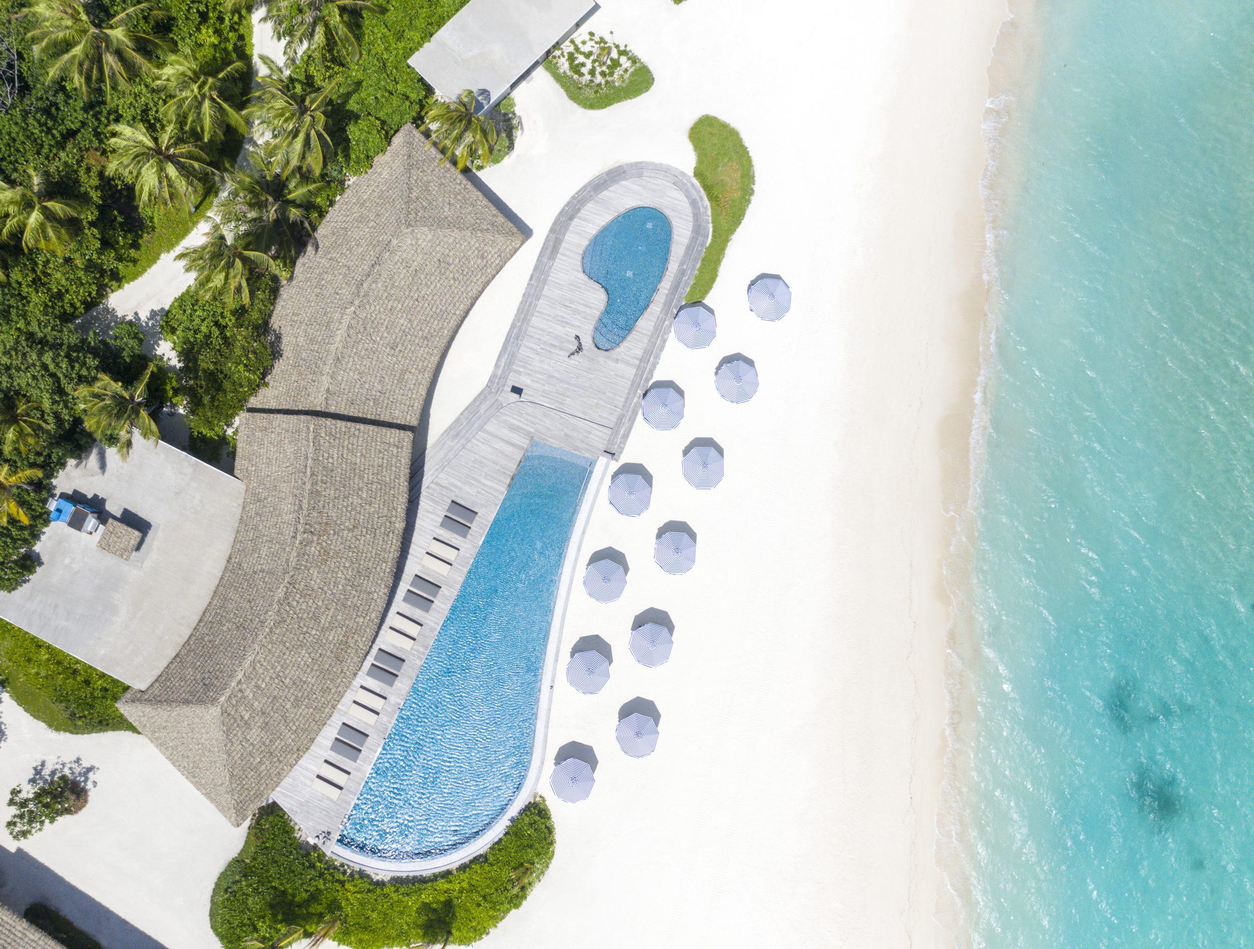Le Meridien Maldives Resort & Spa_Velaa Pool_Beach