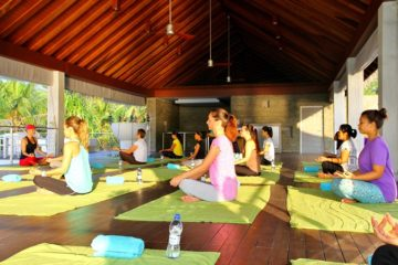 Kurumba_Maldives_-_Morning_Yoga_Session[1]