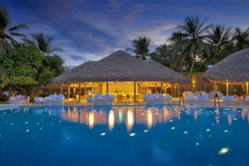 Maafushivaru-Pool-and-Water-Bar-1024x682