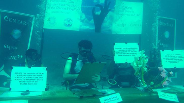 Underwater Signing 5