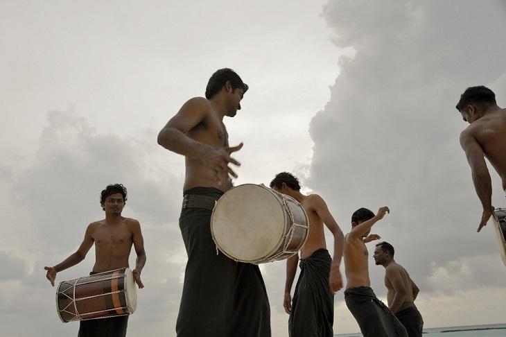 Guests at Maafushivaru can watch exciting bodu beru shows.